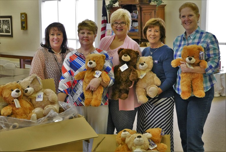 p 19 MAY 2016 ALPV Donates Teddy Bears 04